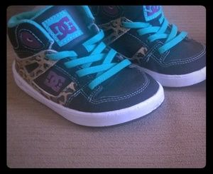 Toddler DC shoes size 8